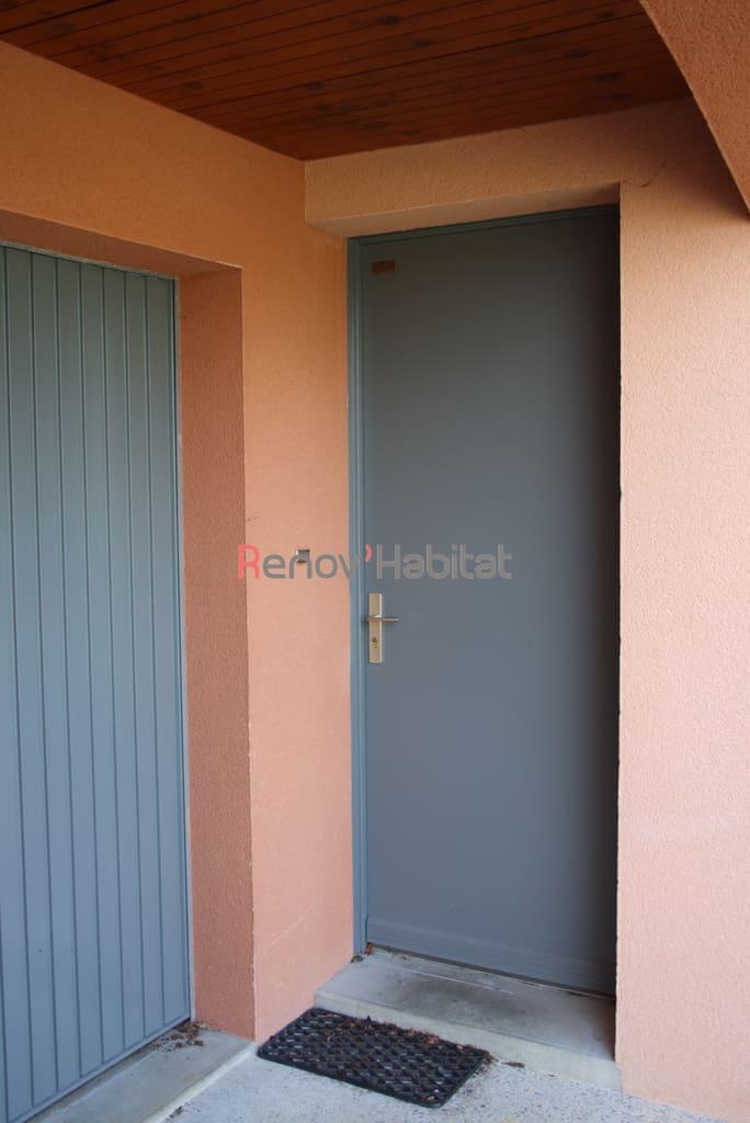 Les travaux de peinture pour la maison au mans renov 39 habitat - Peinture pour porte d entree ...